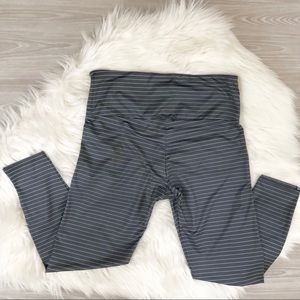 Onzie Pants - ONZIE Flow Yoga 3/4 Leggings Gray/ White Stripes L